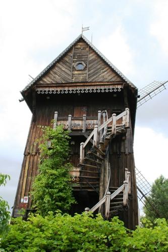 высокий и узкий дом