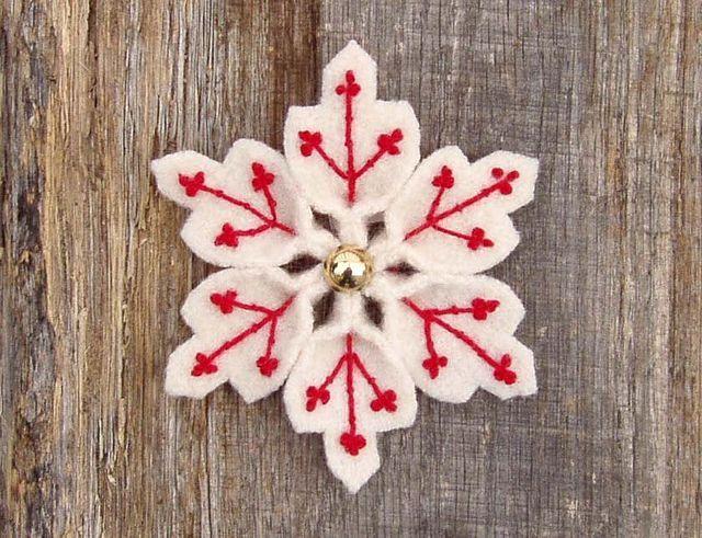 Бело-розовые снежинки