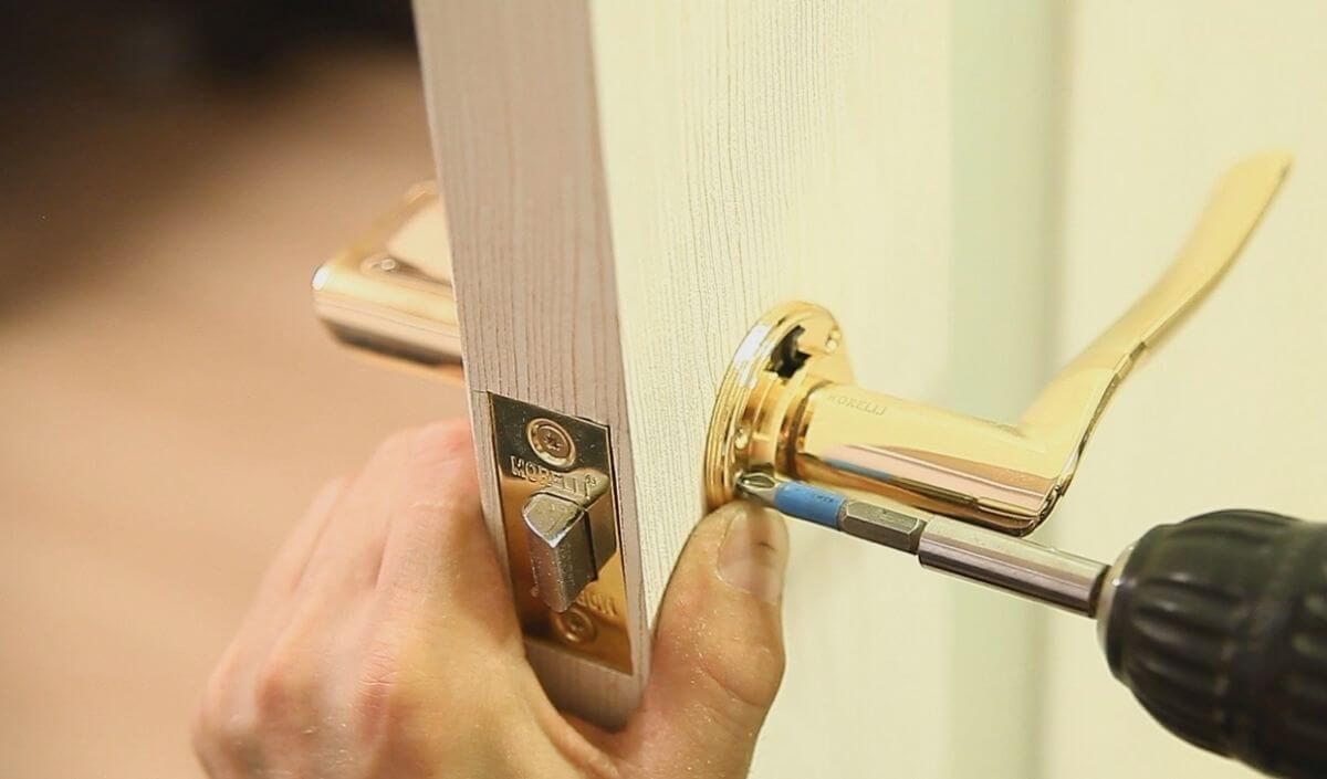 Как отремонтировать дверь самостоятельно